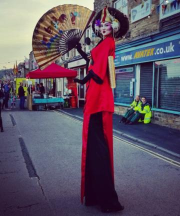 Geisha Stilt Walker