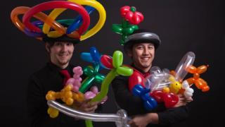 two performers balloon modelling